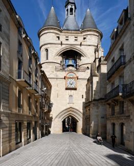 Photo de la rue ste james et la grosse cloche à Bordeaux